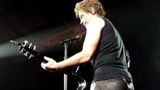 Bon Jovi - Living In Sin with Chapel of Love - Vancouver - March 26, 2011