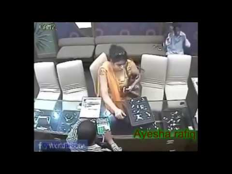 Xxx Mp4 Pakistani Thief Girl Showing Her Assets During Theft Caught On CCTV Must Watch 3gp Sex