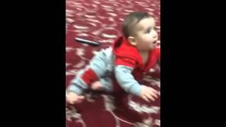 طفل يرقص على اغنية ول ولك