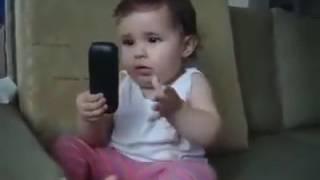 احسن بنوته في العالم تتكلم في التليفون و اصغر بنوته في نفس الوقت
