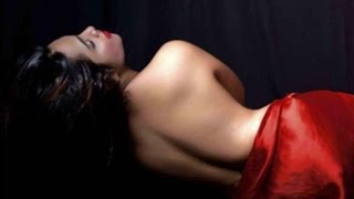 Indian Model Arshi Khan strips dowen for Team India