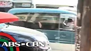 TV Patrol: 1 patay, 3 sugatan nang maatrasan ng van sa La Union