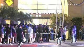 iPhone6 Crowds Line Up / Cerritos   RAW FOOTAGE