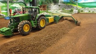 RC TRACTOR turn dusty compost - Rc toy action