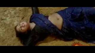 Mallu beauty Sindhu Menon wet in saree video