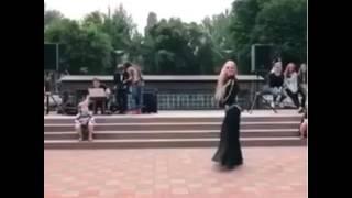 رقص عراقي اداء غربي