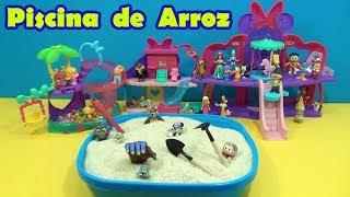 PISCINA DE ARROZ com SURPRESAS - BRINCANDO COM A TIA CRIS !!