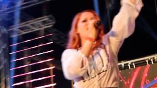 Noemi - Fammi Respirare Dai Tuoi Occhi (live@Gay Village) [2/15]