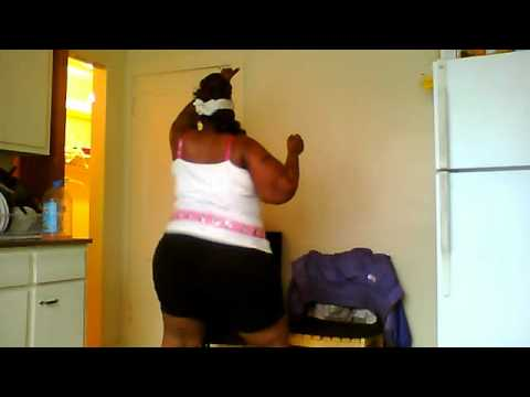 DATDIVA SHAKIN HER BIG OL BOOTY