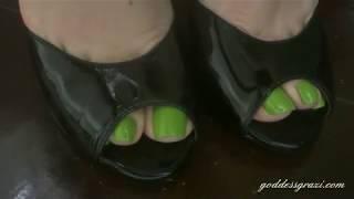 Goddess Grazi / Green nails