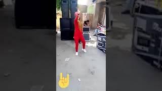 رقص بنت بالسنجه فى الشارع