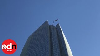 Terrifying! Window washers rescued from dangling lift in Oklahoma