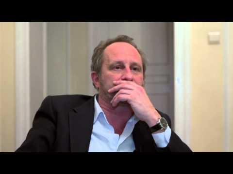 Benoît POELVOORDE parle à sa manière des villes de Wallonie