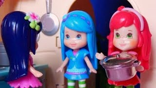 Spaghetti Night (A Strawberry Shortcake Stop Motion)