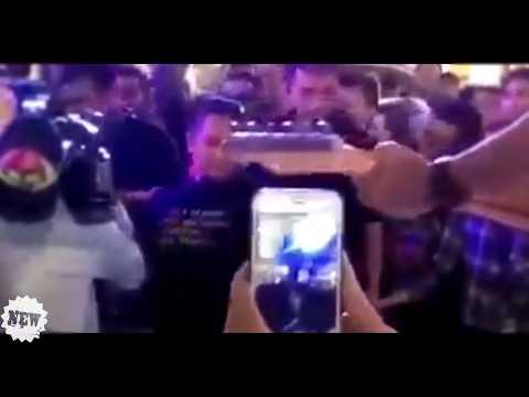 Video Hot Artis Aurakasih di peluk oleh lelaki sat dirinya terpleset