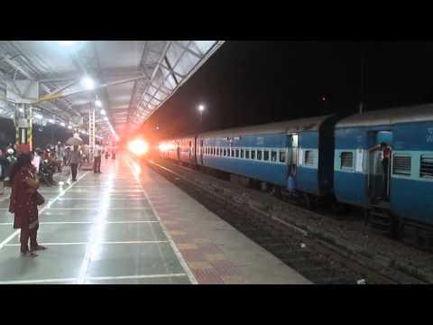 Rajdhani Style-WAP 7 Hauled Aggresive 12953 August Kranti Rajdhani Overtakes Kutch Express at BOR