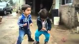 Ni�os bailando Perreo