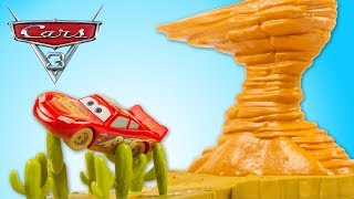 Disney Cars 3 Butte à Willy Piste Willy's Butte Track Set Flash McQueen Smokey Jouet Toy Review