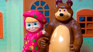 Masha and The Bear - PAINTING CLASS - TOY STORY  UNIVERSAL  #MASHA #MASHAEOURSO #BEARMASHA