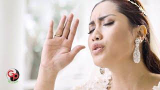 melinda berdoa di dalam sujud official music video