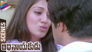 Raai Laxmi plays naughty With Balakrishna | Adhinayakudu Telugu Movie Scenes