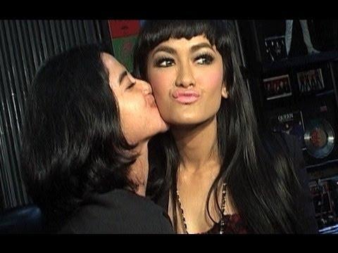Teka teki kehidupan Julia Perez dan Dewi Perssik Was Was 20 Juni 2013