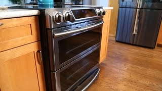 Connected features outshine cooking in this Samsung oven