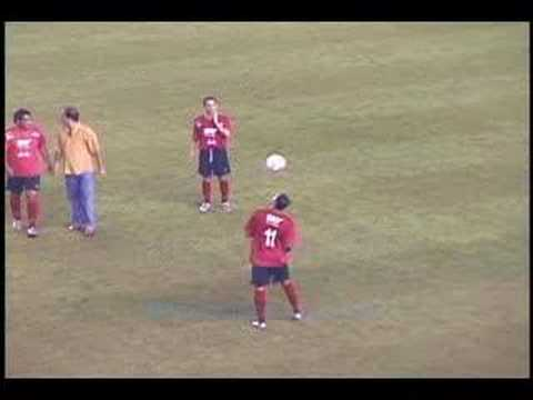 Denilson shows some skillz