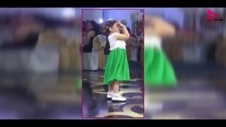 شاهدو طرافة ابنة جيني أسبر وهي تحاول أن ترقص باليه