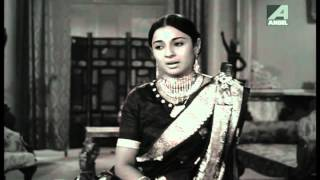 Uttam Kumar & Tanuja - Dhin tana Na dhin - Asha Bhosle - Rajkumari