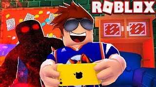 BEATING THE BEAST ON A PHONE! -- Roblox Flee The Facility Challenge