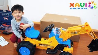 Assembling Excavator for kids, Xavi Pretend play & Learn Colors