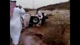 مقطع مؤثر انقاذ امراه من السيول في السعودية