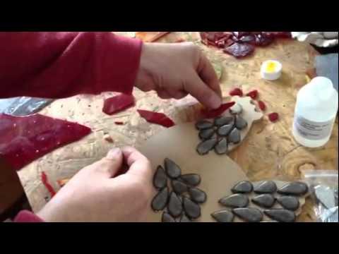 comment couper le verre et réaliser une poule en mosaïque