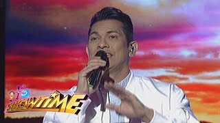 It's Showtime: Gary Valenciano sings