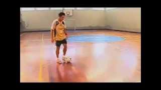 Falcão ensinando dribles de futsal