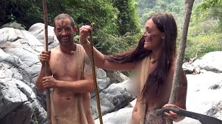 Watch These Survivalists Try To Catch A Slippery Snack | Naked and Afraid