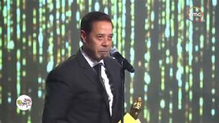 """جائزة مهرجان السينما العربية للمطرب """"مدحت صالح"""" ويسلمها له الموسيقار """"سامي الحفناوي""""#ACA"""