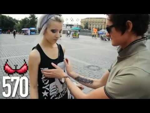 Pegando no peito 1000 garotas em publico