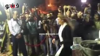 أبو هشيمة ويسرا في عزاء والدة عمرو وشريف عرفة