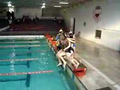 meninas na piscina