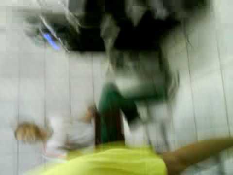 Flagra Nina daçando com alunos do 2°ano A da Escola Rui Barbosa