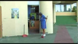 Ρόδα τσάντα και κοπάνα - ατάκες καθαρίστριας 2!