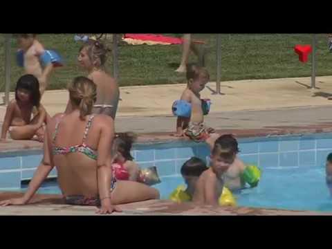 23 de juny i 4 de setembre, dies per gaudir del nudisme a la piscina municipal de La Maurina