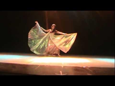 Solo danza árabe con Alas de Isis