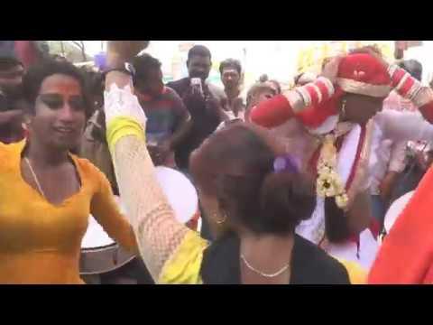 Xxx Mp4 Hijra Dance सड़क पर किन्नर का सेक्सी डांस Kinner Hot Dance Transgender Sexy Dance India 3gp Sex