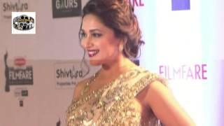 Sunny Leone Sonam Kapoor in Filmfare Awards 2016  Red Carpet