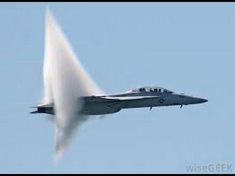 شاهد طيارة حربية تكسر حاجز الصوت روعة