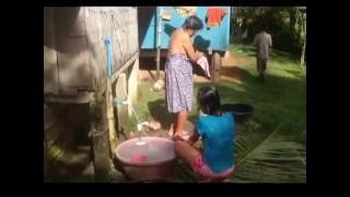 HOT BEAUTIFUL FILIPINA BATHING AN EXPAT PHILIPPINES