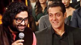 Arijit Singh Gives RESPECT To Salman Khan At An AWARD SHOW